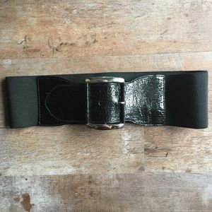Express patent leather stretch buckle belt.